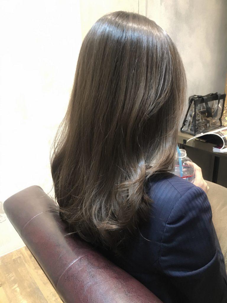 ベージュカラーブリーチなし髪色グレージュ