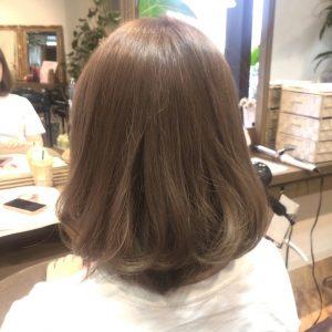 ホワイトベージュアッシュグレー髪色